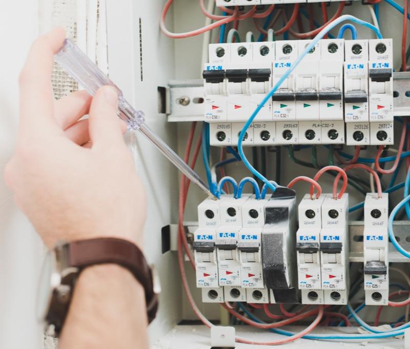 Impiantisti apparecchiature e materiali Elettrici e RAEE